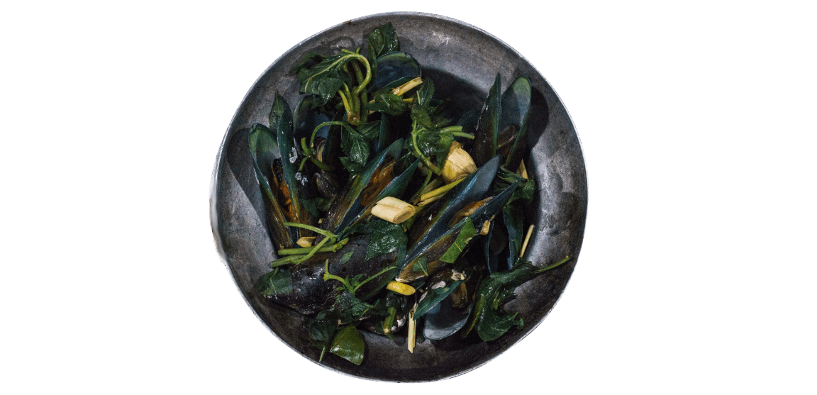 bowl of mussels